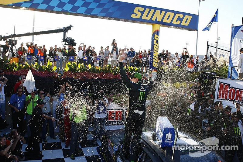 Kyle Busch cruises to carbon-copy Nationwide win at Dover