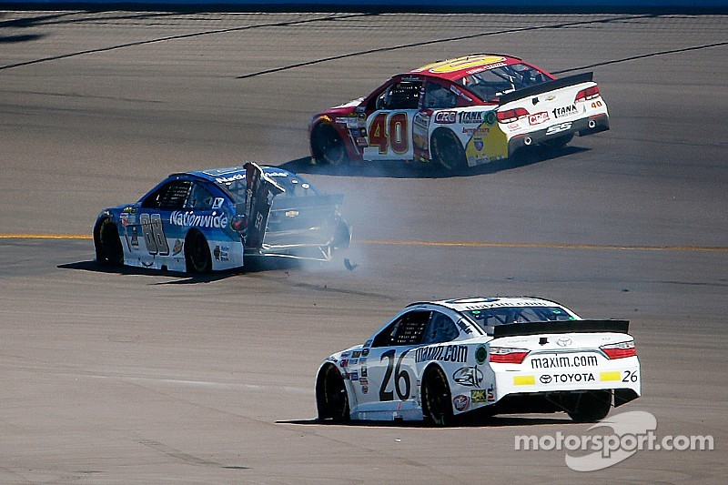 Dale Earnhardt Jr.'s run of top-five finishes ends with crash at Phoenix