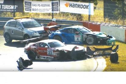 Qualifying VLN2 2020: Schwerer Unfall von Porsche und Mercedes