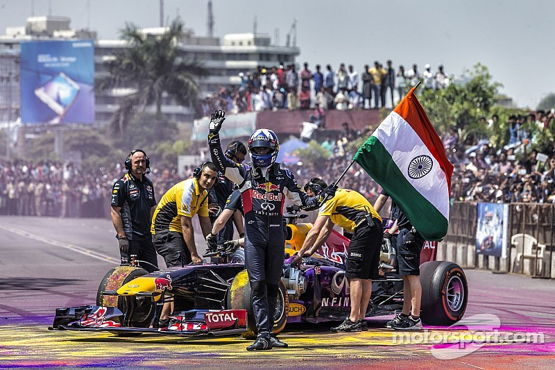 Coulthard apologises for Indian flag incident