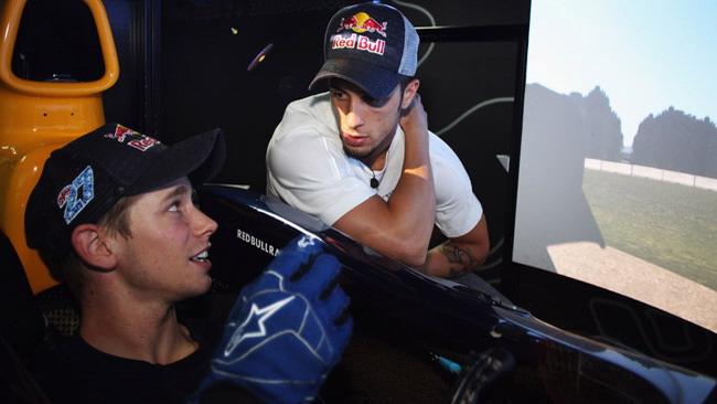Stoner e Dovizioso provano il simulatore Red Bull F1