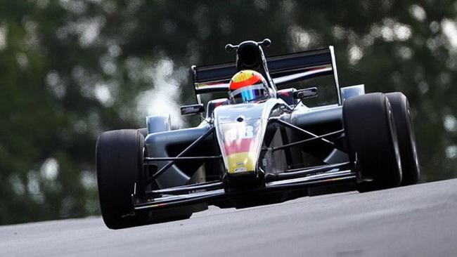 Hegewald conquista la pole per gara 1 a Brands Hatch