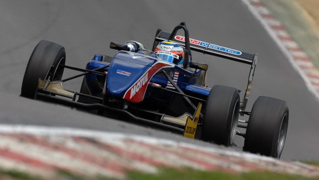 Fahmi Ilyas centra la pole position a Brands Hatch