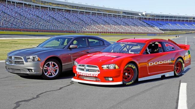 La Dodge svela le forme della Charger 2013