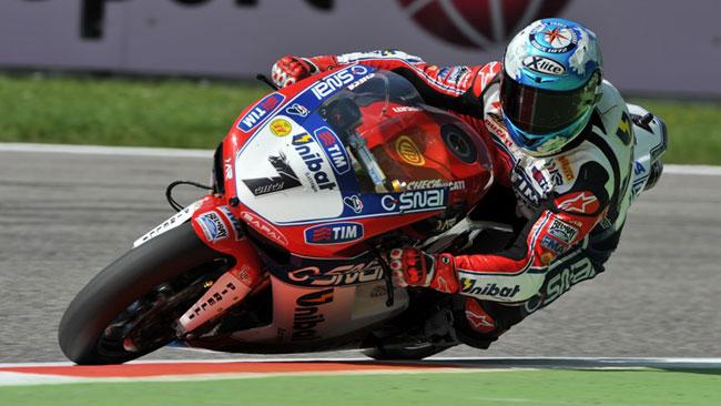 Carlos Checa lancia la sfida ai piloti britannici