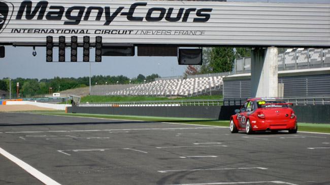 Test a Magny-Cours per Thompson e la Lada