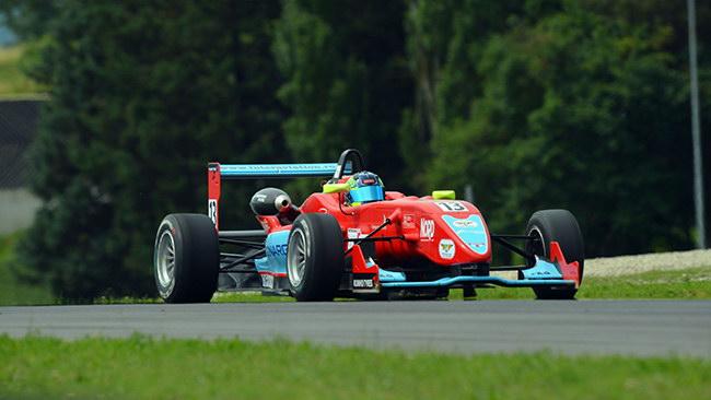 Incredibile vittoria e record per Robert Visoiu in Gara 3
