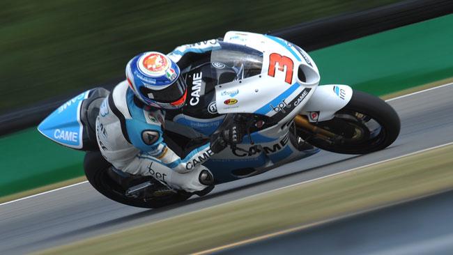 Simone Corsi ritrova la pole position dopo 4 anni!
