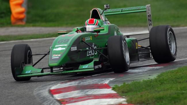 F.2000 Light: Gara 1 a Turchetto, Zanasi campione