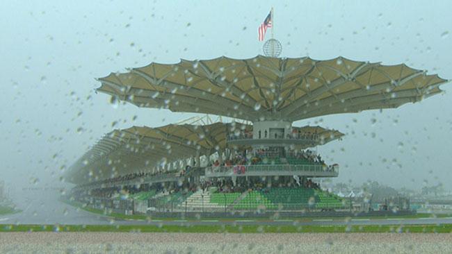 Diluvio a Sepang: ritardata la gara della Moto2
