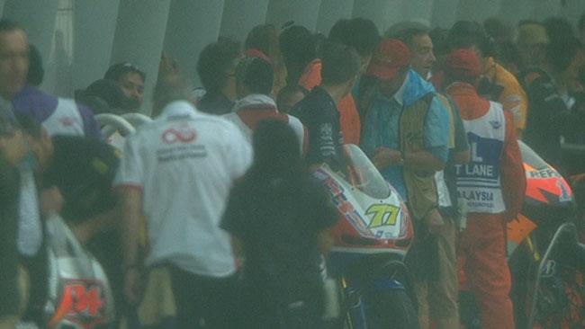Altro acquazzone su Sepang: bandiera rossa