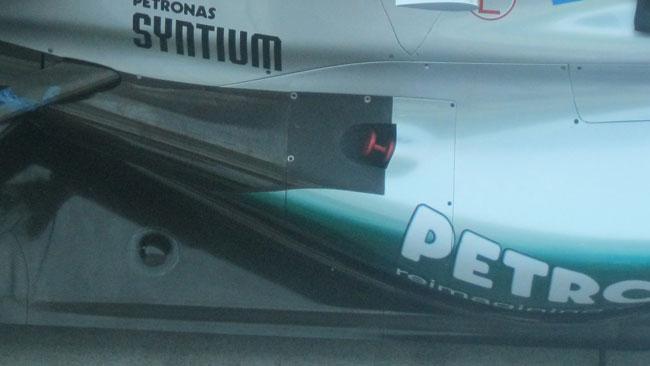La Mercedes fa prove comparative di scarichi