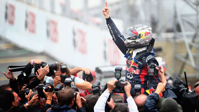 Button vince in safety car, Vettel è campione!