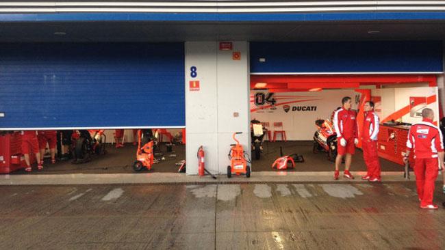 Jerez, Day 1: piove e per ora restano tutti ai box