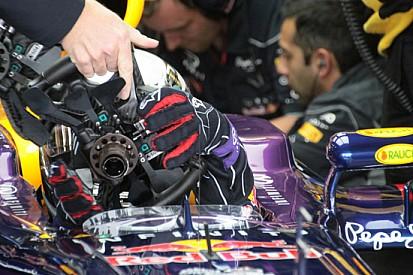 Red Bull: sostituzioni di volante per Vettel al pit