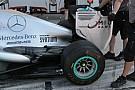 Mercedes col soffiaggio verticale nell'ala posteriore