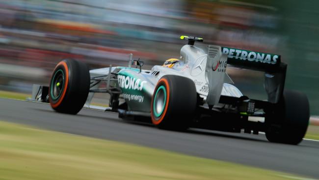 Suzuka, Libere 1: Uno-due Mercedes per cominciare