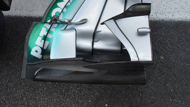 Sull'ala della Mercedes appaiono i... dentini