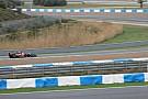 Ecco la prima foto della Lotus E22 ritratta in pista