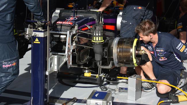 Red Bull: prove di flessione sul T-tray di Daniel