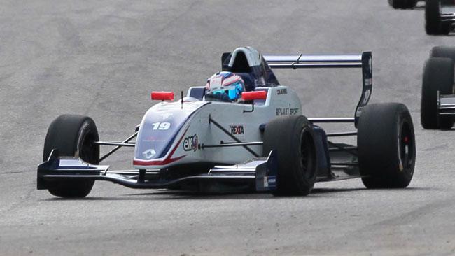 De Vries dalla pole alla vittoria in gara 1 ad Imola