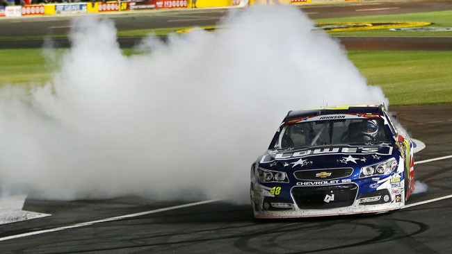 Jimmie Johnson trionfa dalla pole a Charlotte