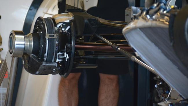 McLaren: ci sono i dischi posteriori più piccoli