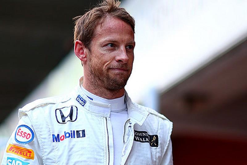 La McLaren cambia programma: gira anche Button