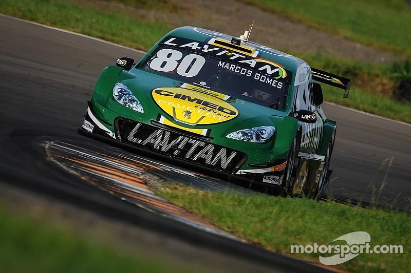 No último grupo, Marcos Gomes supera Valdeno pela pole no Velopark
