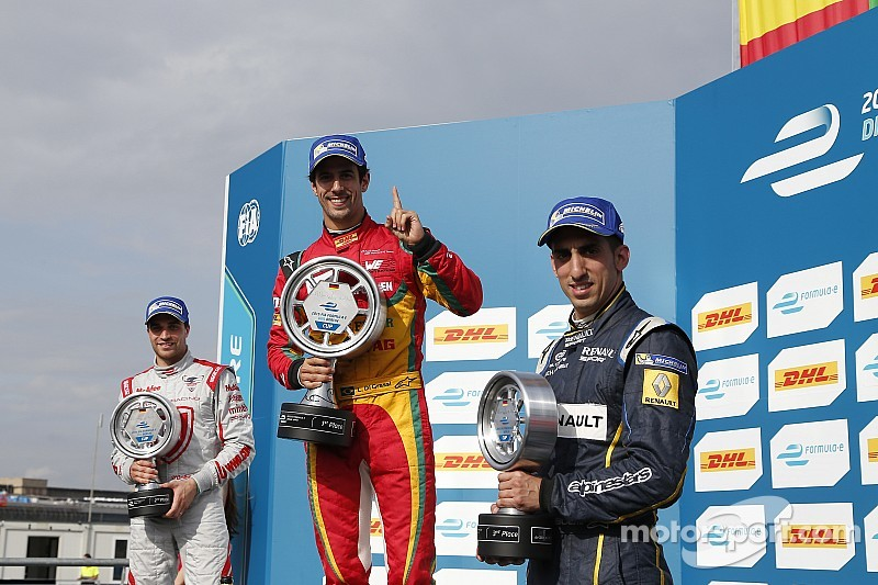 Di Grassi domina y se aleja en el campeonato