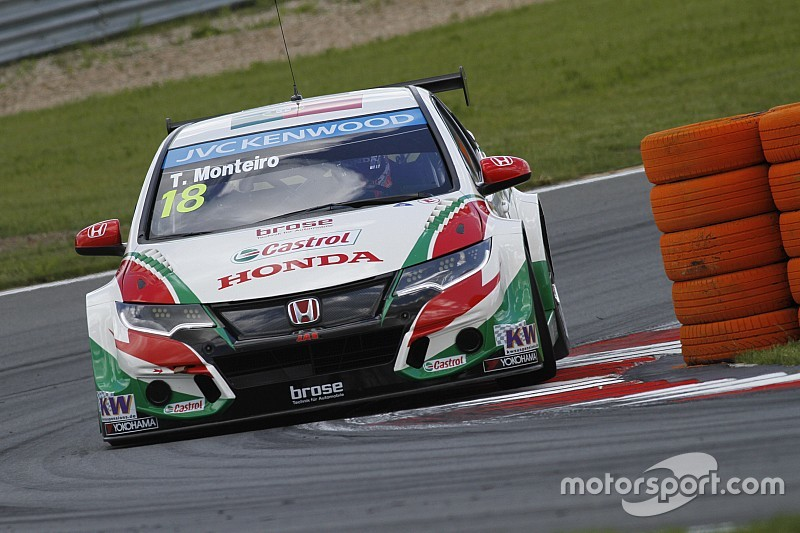 Monteiro hangs on from Huff for second Moscow win