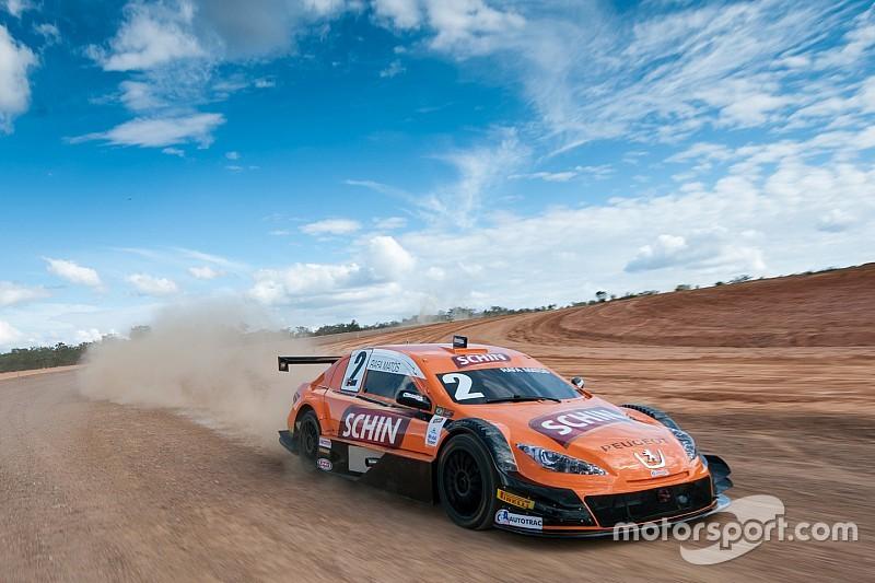 Pilotos da Stock Car fazem demonstração em nova pista em MG