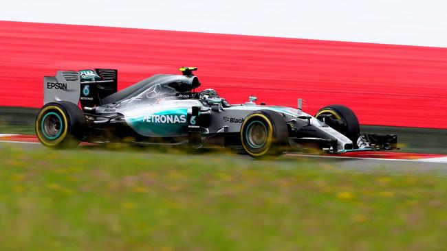 Austria, Libere 1: Rosberg in fuga, Vettel semiasse ko