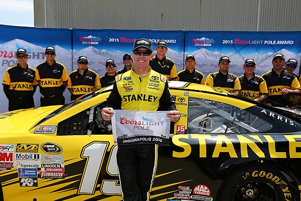 Carl Edwards logró la pole para la Brickyard 400