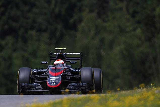 باتون يحصل على عقوبة تراجع 25 مركزًا في سباق النمسا