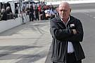 Президент IndyCar Деррик Уокер готовится покинуть пост