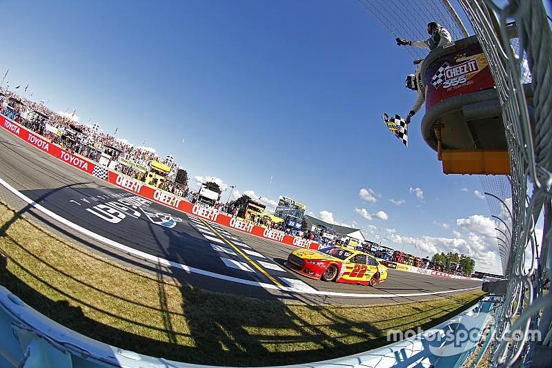 """Na última volta, Logano vence e """"varre"""" Watkins Glen"""