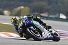 Valentino Rossi chute et prend du retard