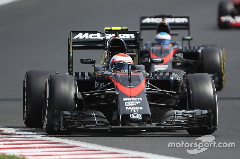 Alonso y Button, preparados para largar atrás en Bélgica
