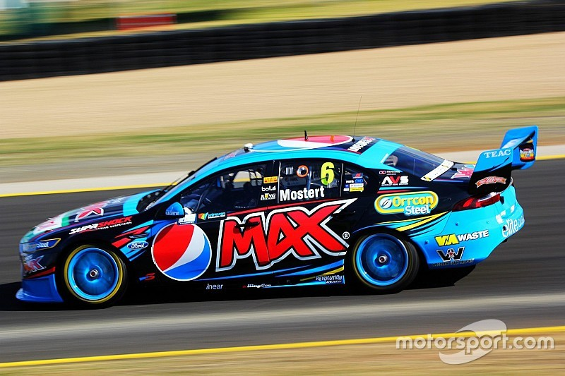 Mostert controls first V8 race