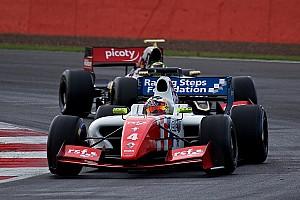 Formula V8 3.5 Résumé de course Rowland remporte son duel face à Vaxiviere!