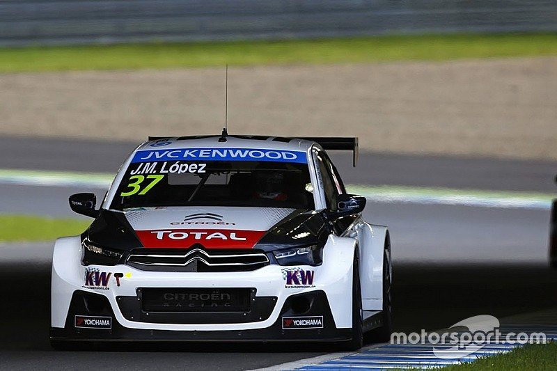 Course 1 – José Maria Lopez contrarie les Honda