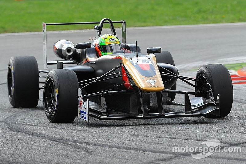 Ghorpade's difficult weekend; steady debut for Raghunathan
