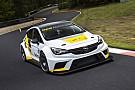 Opel präsentiert TCR-Rennwagen für 2016