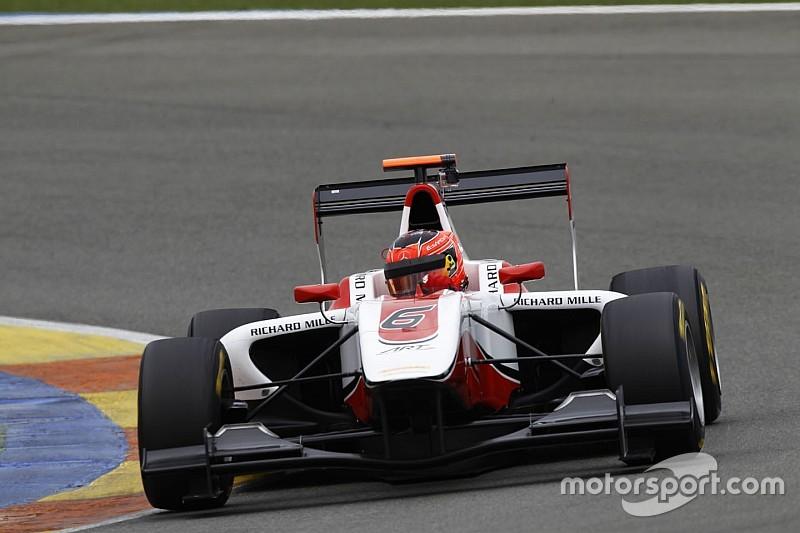 Ocon voorbij aan Ghiotto in klassement na GP3-pole op Bahrein