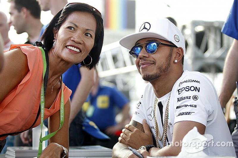 Lewis Hamilton multato di 700 euro dalla FIA