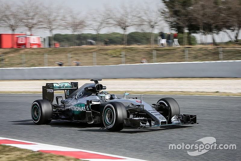 """""""Mercedes no ha mostrado sus cartas todavía"""", dice Rosberg"""