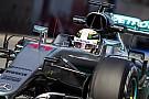Hamilton lidera manhã de testes e mostra força da Mercedes