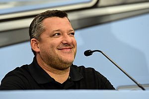 NASCAR Cup Press conference Stewart travels against doctors' advice, says lying in bed is