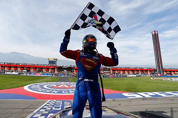 NASCAR Cup Johnson encarna Superman e vence em Fontana